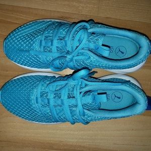 Puma sneakers size 7 brand new very comfortable